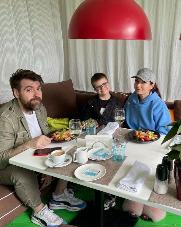 Эвелина Бледанс воссоединилась с отцом младшего сына