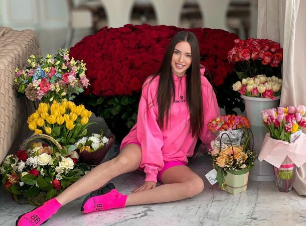 Анастасия Костенко резко отреагировала на критику третьей беременности