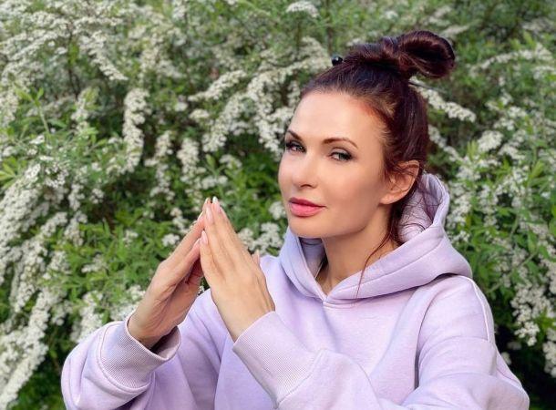 Эвелина Бледанс рассекретила необычный подарок на свадьбу Анастасии Макеевой