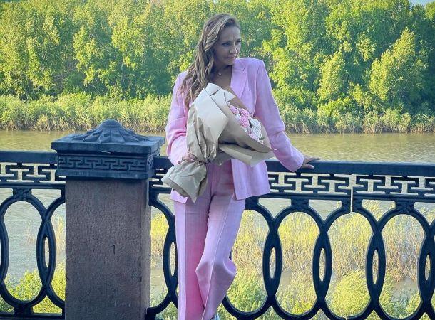 Татьяна Навка показала хрупкую фигурку в элегантном платье