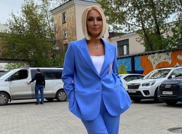 Лера Кудрявцева страдает от упадка сил в клинике
