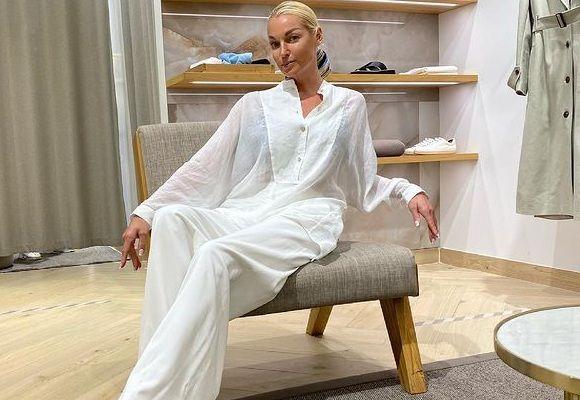 Анастасия Волочкова публично примерила новое нижнее белье
