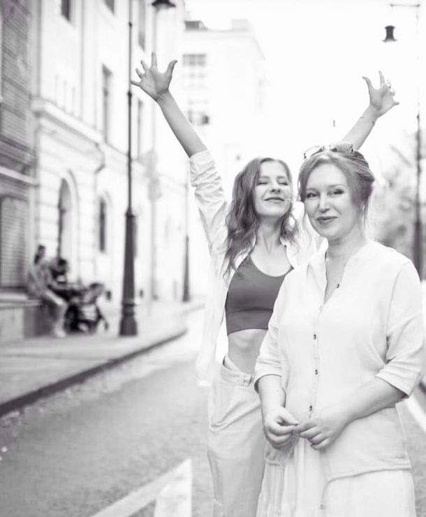 Лиза Арзамасова поделилась редким совместным снимком с матерью
