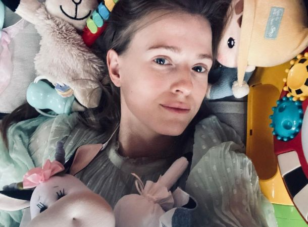 Софья Эрнст пыталась скрыть округлившийся живот