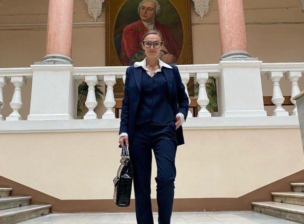 Алена Водонаева засветилась на кладбище в слишком откровенном наряде