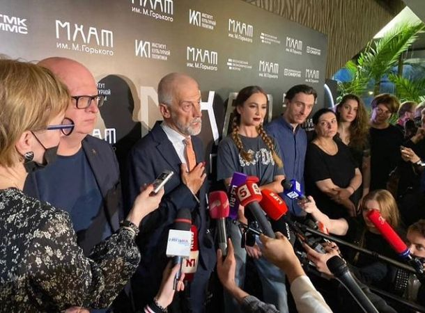 Эдуард Бояков прокомментировал первый выход Ольги Бузовой на сцену МХАТа