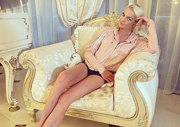 Анастасия Волочкова планирует отсудить у коммунальных служб 9 миллионов рублей