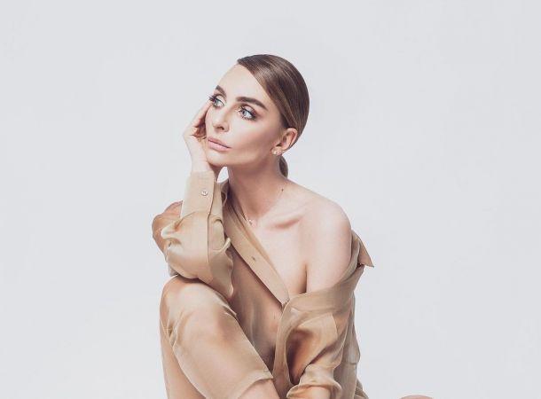 Катя Варнава засветила грудь в чувственной фотосессии