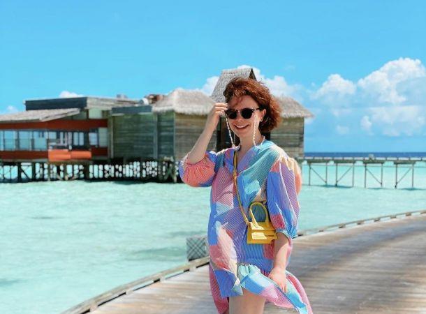 Татьяна Брухунова засветила несовершенную фигуру в пестром купальнике