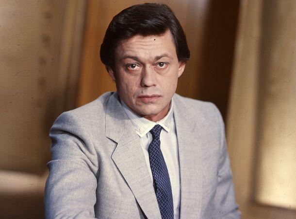 Могила Николая Караченцова требует ремонта
