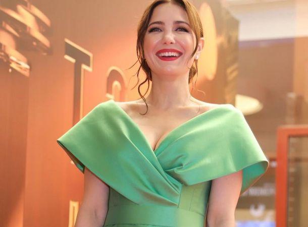 Екатерина Климова провела ТЭФИ в платье с экстремальным декольте