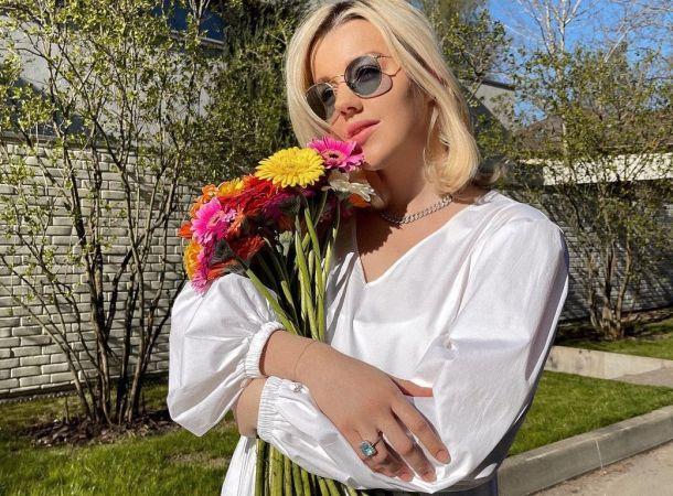 Юлианна Караулова оставила новорожденного сына ради работы