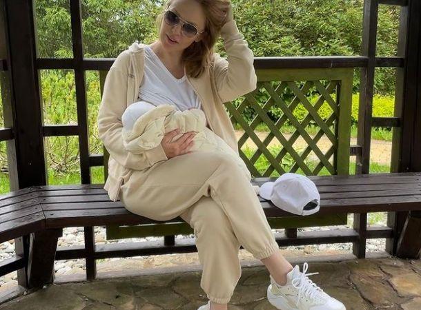 Недавно ставшая мамой Альбина Джанабаева трогательно поздравила мужа с днем рождения