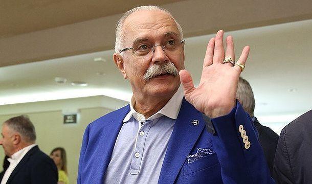 Никита Михалков высказался относительно Бузовой, которую пригласили для работы во МХАТ