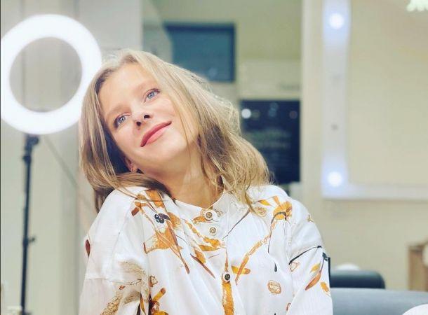 Беременная Лиза Арзамасова снялась для обложки журнала