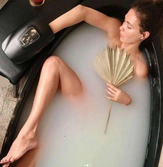 Екатерина Климова полностью обнажилась для фотосессии в ванной
