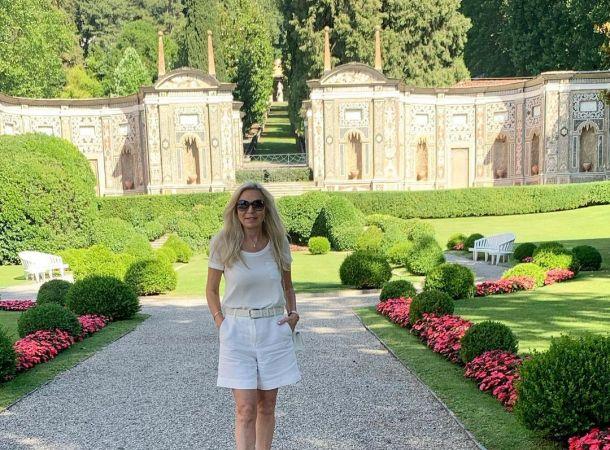 Марина Юдашкина выгуляла элегантное платье от мужа