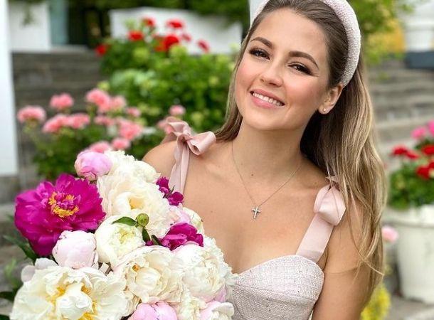 Анна Михайловская отмечает 33-летие