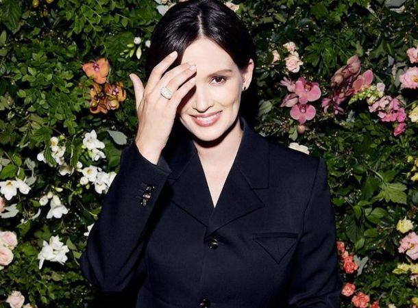 Недавно ставшая матерью Паулина Андреева сняла обручальное кольцо