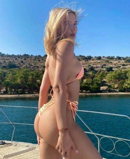 Наталья Рудова бесстыдно сверкнула голыми ягодицами